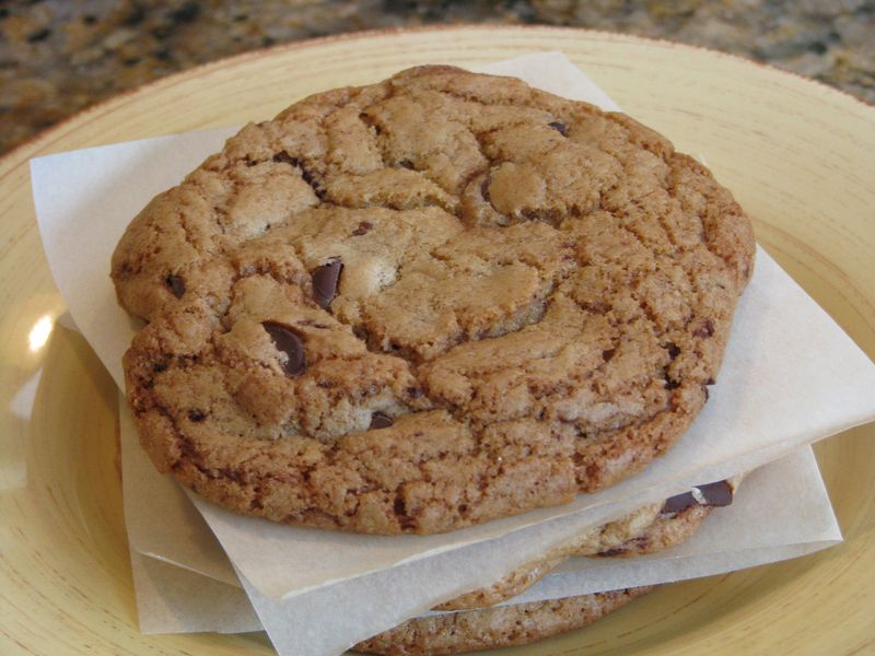 The BEST Chocolate Chip Cookie @ FriendsFoodFamily.com