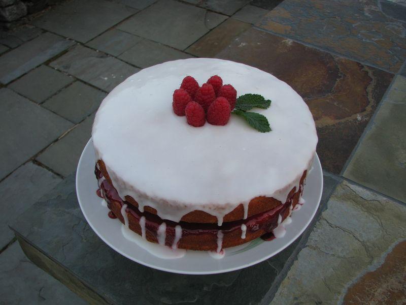 Lemon Rasperry Cake @ FriendsFoodFamily.com