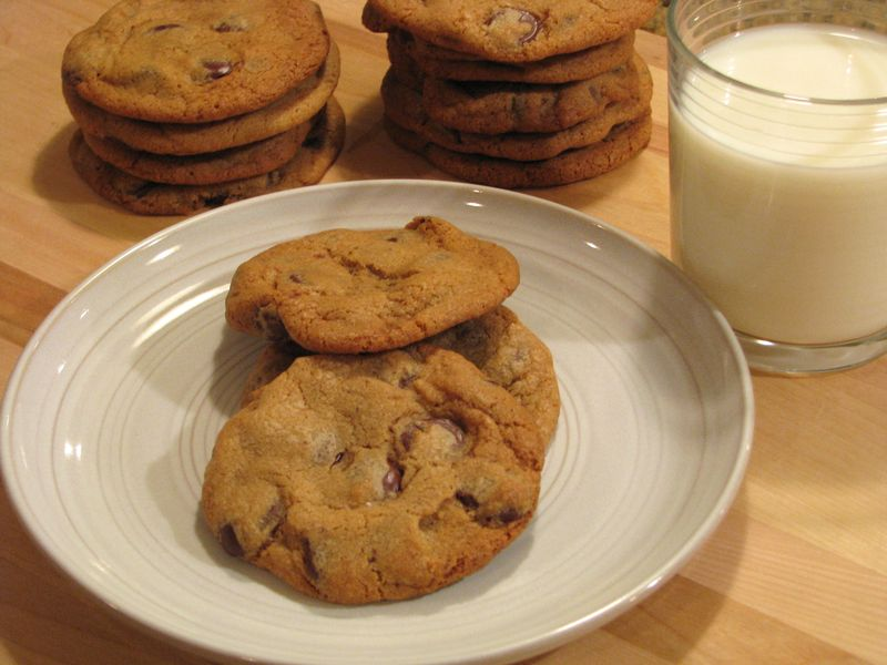 Amazing Chocolate Chip Cookies @ FriendsFoodFamily.com